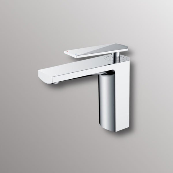 water faucet in chrome